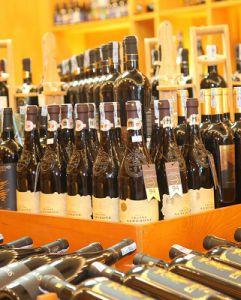 Kinh doanh bán buôn rượu vang Hoàng Quốc Việt tại Thăng Long Plaza