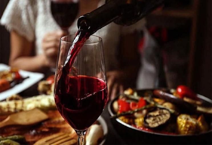"""Rượu vang Tây Ban Nha Bodegas Queen Queen """"quyến rũ"""" với hương vị ngọt ngào"""
