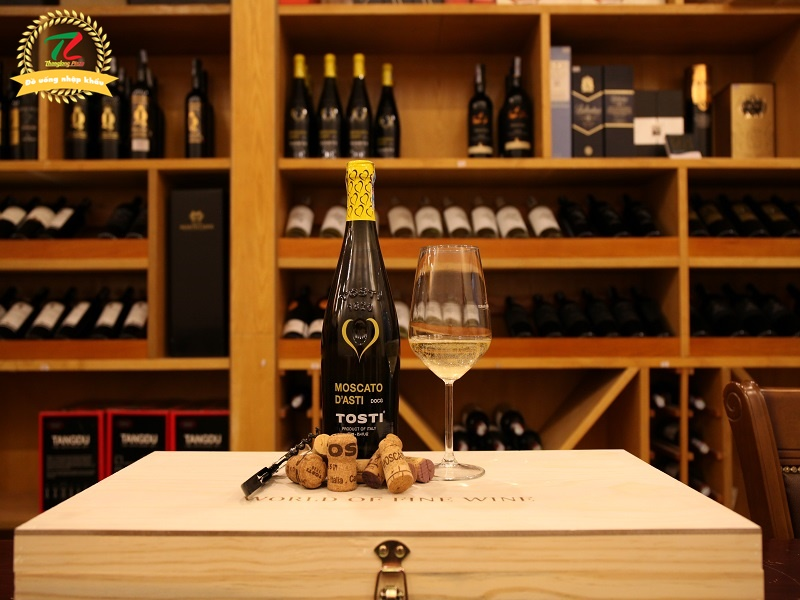 Rượu vang Moscato D'asti D.O.C.G Tosti