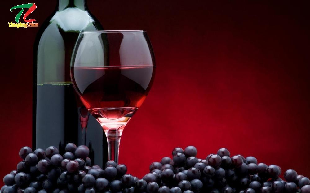 Tuổi thọ của rượu vang phụ thuộc vào cách chế biến của nhà sản xuất, tùy theo loại nho và mùa nho loại vang đó