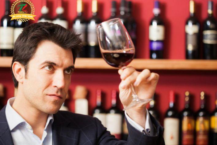 Kinh nghiệm kinh doanh rượu ngoại người mới bắt đầu nên biết