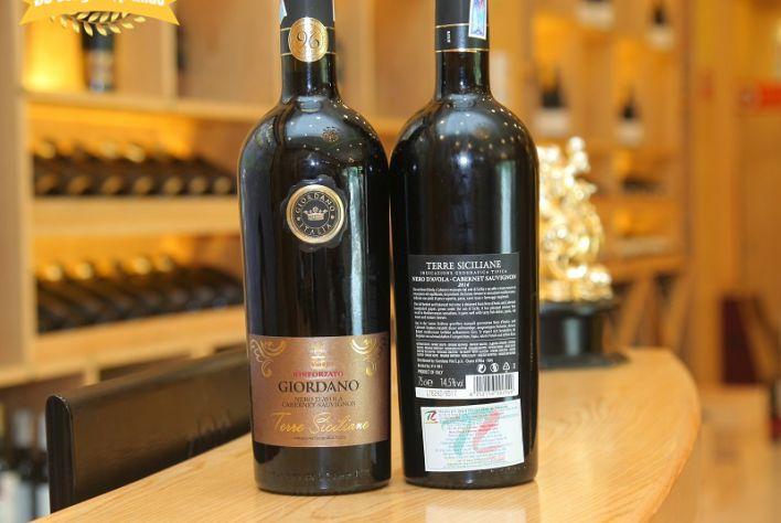 Vang Giordano Terre Siciliane - Sự kết hợp tuyệt vời của 2 giống nho nức tiếng